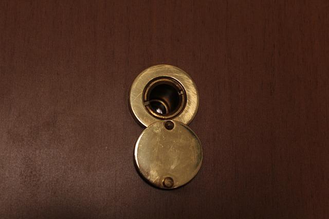 Quanto costa chiamare un fabbro per aprire una porta bloccata?